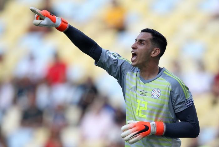 Gatito Fernández do Paraguai durante partida contra a seleção do Qatar no estádio do Maracanã