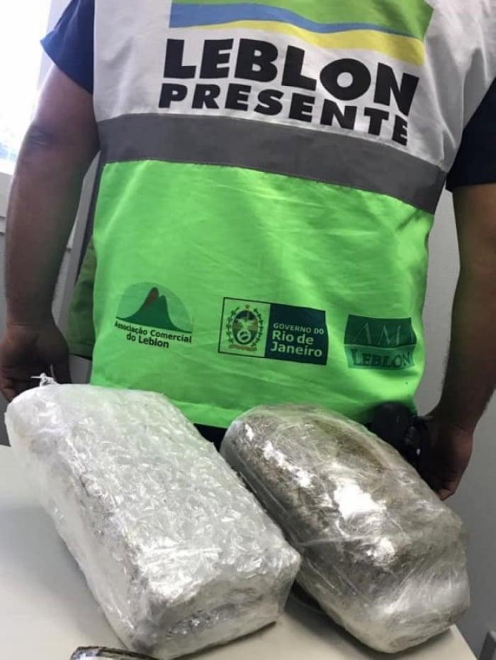 Policiais apreenderam haxine e maconha com traficante no Leblon