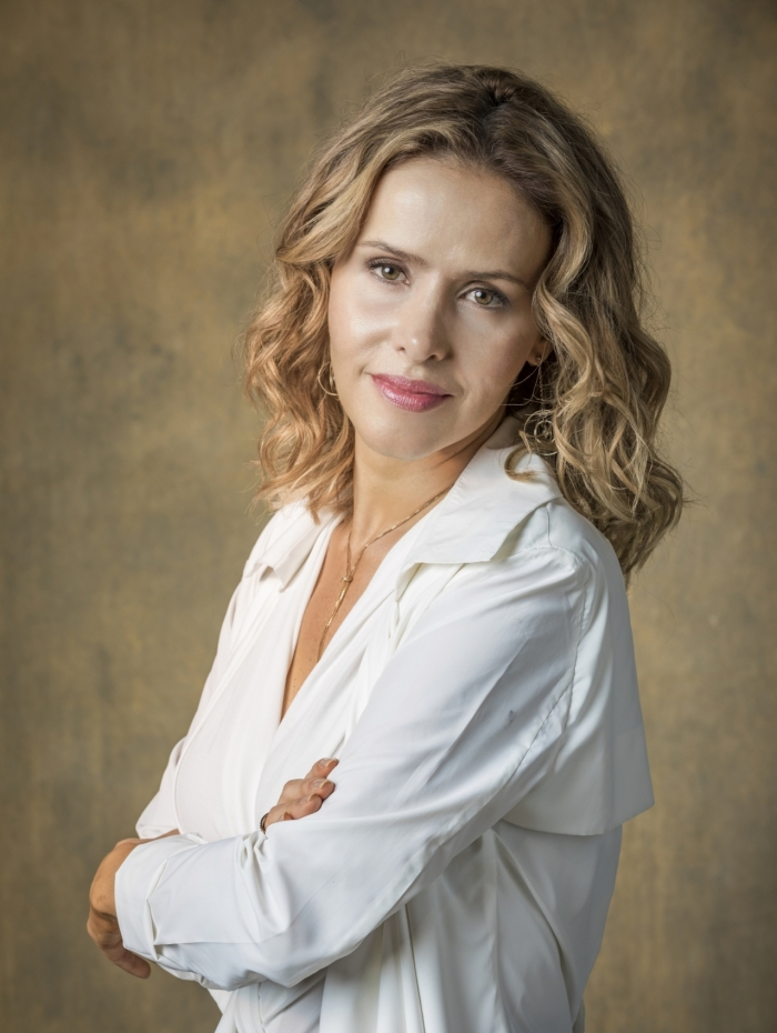 Teresa (Leona Cavalli), em 'Órfãos da Terra'