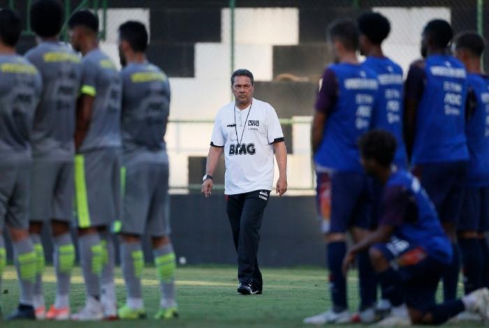 Vanderlei Luxemburgo fez alterações no time do Vasco