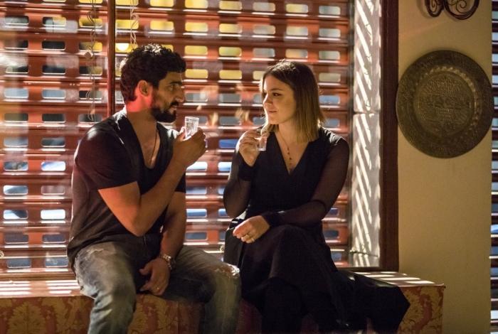 Como parte de sua vingança, Dalila embriaga Jamil e forja uma noite de amor com o marido de Laila