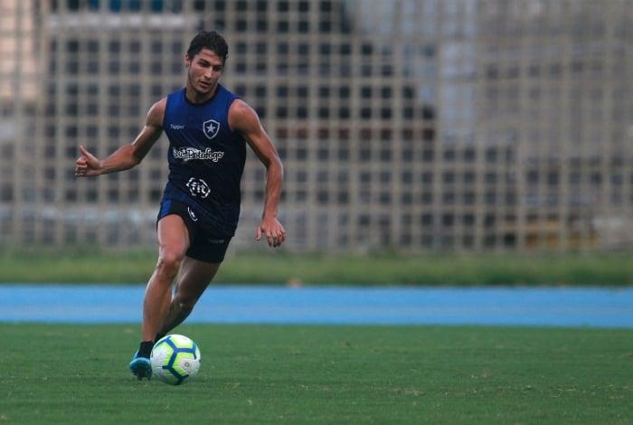 Marcinho pode reaparecer no time titular do Botafogo