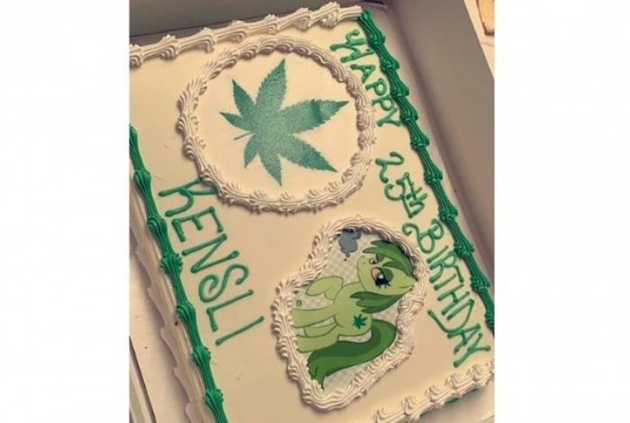 O bolo de aniversário de Kensli era para ser da Moana, mas a confeiteira confundiu e fez um com o tema de maconha