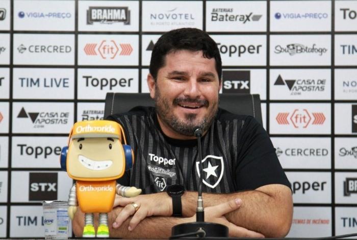 O técnico Eduardo Barroca confirmou o Botafogo que enfrenta o Cruzeiro