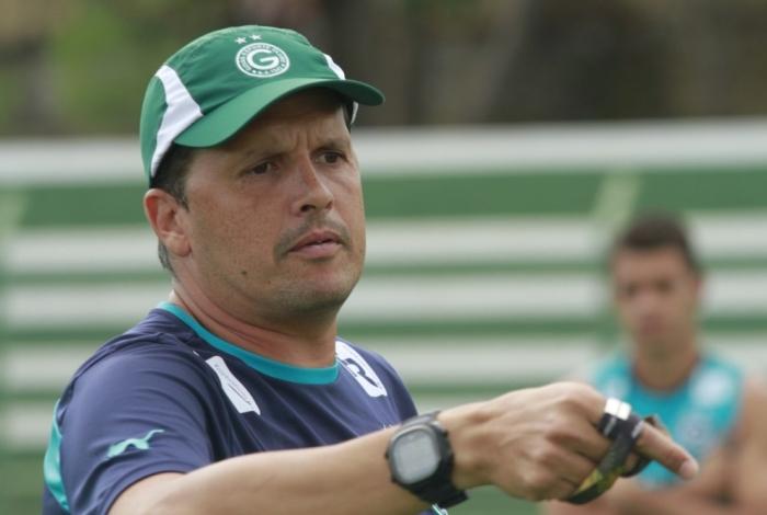 Claudinei Oliveira é o técnico do Goiás