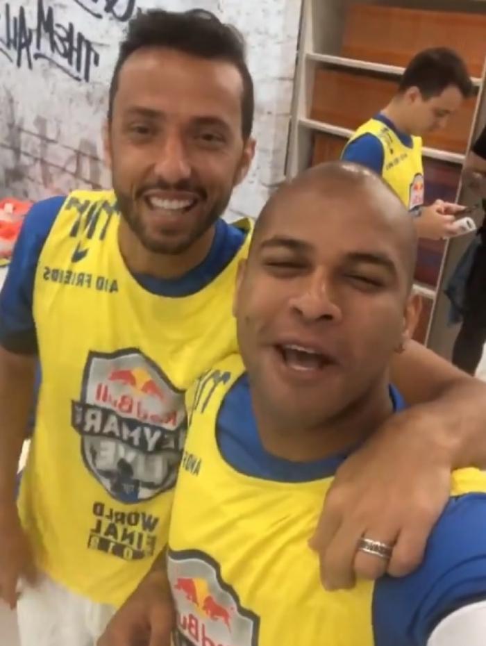 Nenê, que gravou vídeo no Instagram com o amigo e ex-lateral Gabriel, deve ser apresentado pela diretoria hoje, nas Laranjeiras