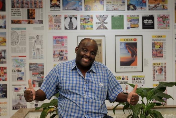 Charles Henriquepédia visita a redação do Jornal O Dia e Meia Hora