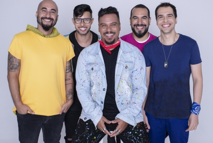 O grupo Sorriso Maroto relembra sucessos e mostra novas canções