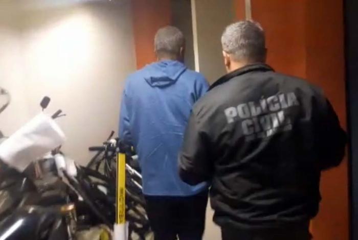Professor foi preso na manhã desta sexta-feira