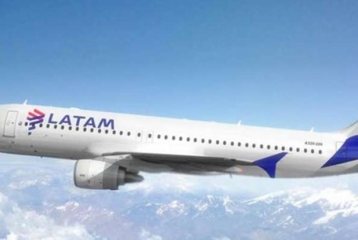 Passageira passa mal e muda rota de avião que ia a Paris