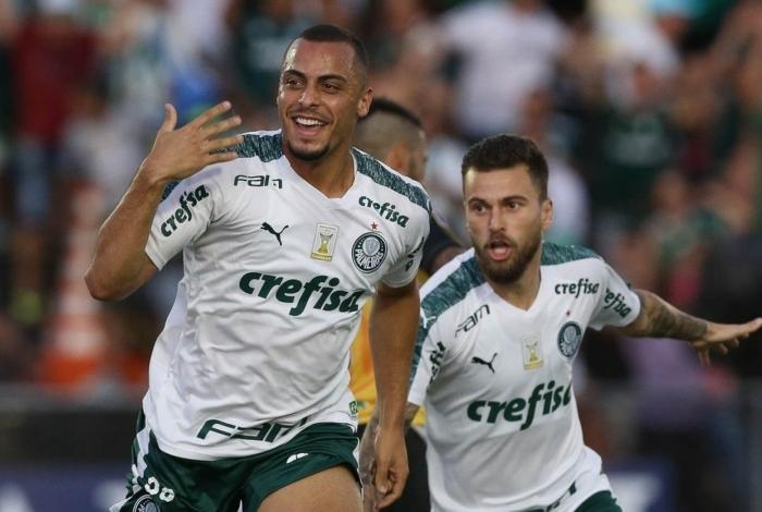 O Vasco pode tentar mais uma vez a contratação de Arthur Cabral (E), do Palmeiras