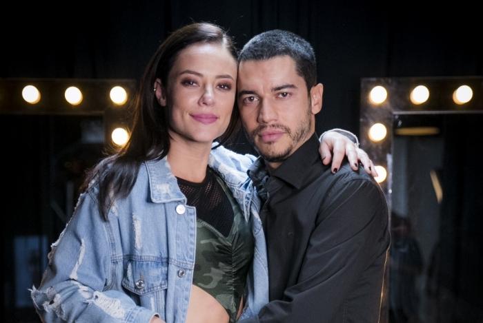 Camilo (Lee Taylor) junto de Vivi (Paolla Oliveira), em 'A Dona do Pedaço'