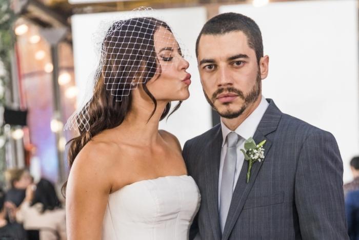 Virgínia (Paolla Oliveira) foi abandona no altor por Camilo (Lee Taylor), em 'A Dona do Pedaço'