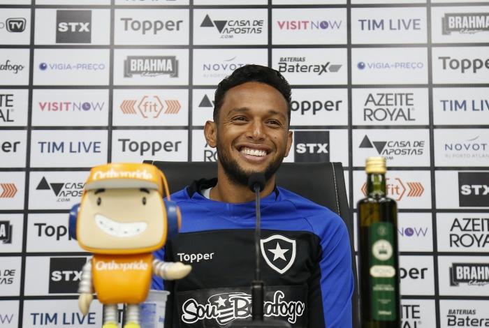 O lateral Gilson projeta o próximo desafio do Botafogo no Brasileirão