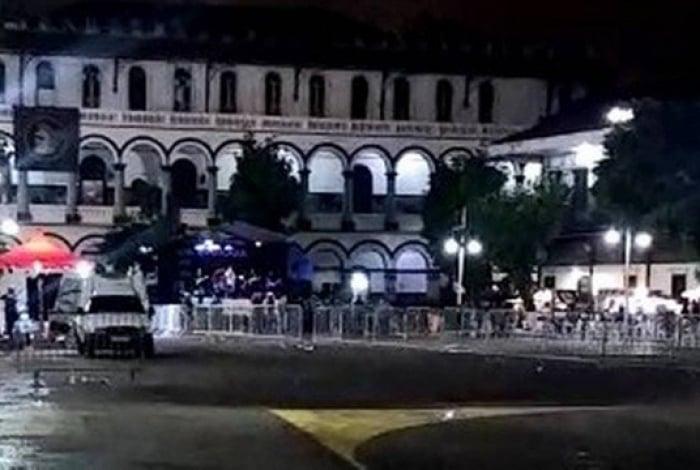 Vídeo foi gravado do lado de fora da sede do Batalhão de Choque