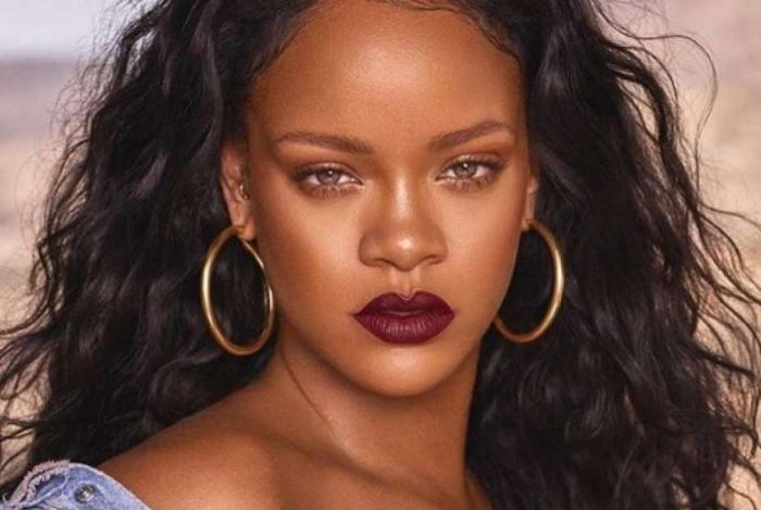 Rihanna está tretando com o pai