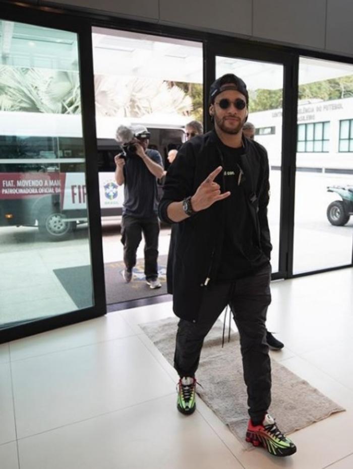 Neymar deve se apresenta nesta segunda-feira