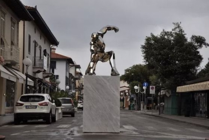 Cidade italiana homenageia Homem de Ferro com estátua