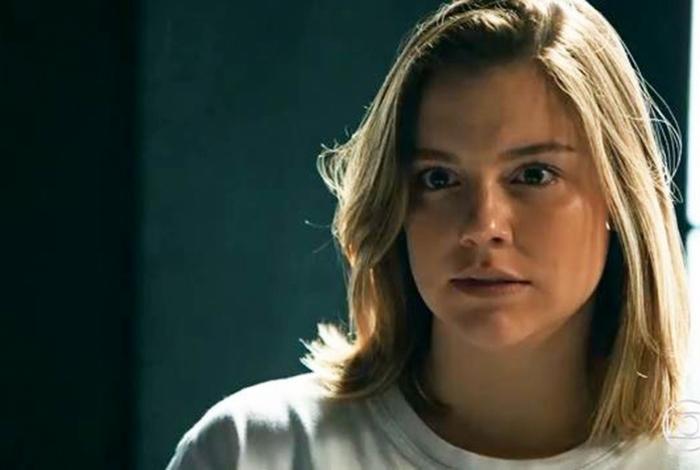 Dalila (Alice Wegmann) tenta intimidar Gabriel (Anderson Mello) em 'Órfãos da Terra