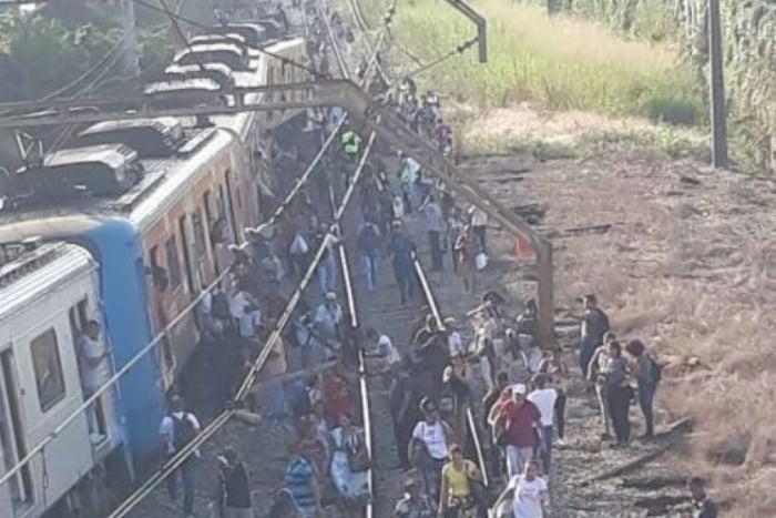 Trem do ramal Saracuruna descarrila em Cordovil