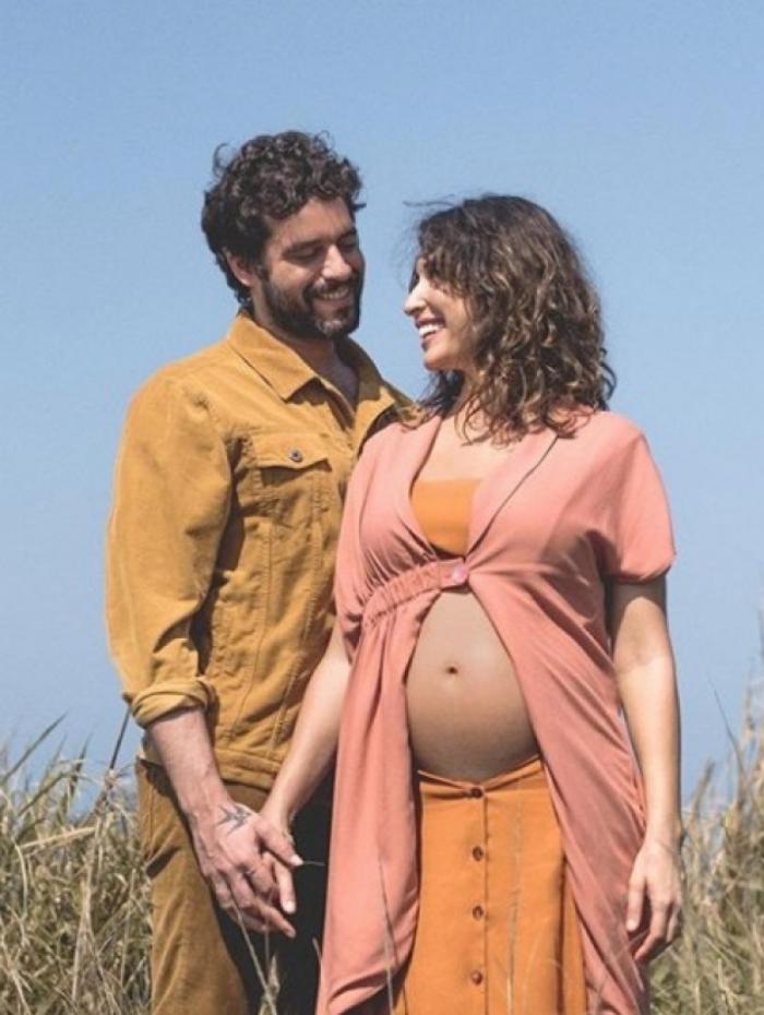 Giselle Itié publica primeira foto grávida