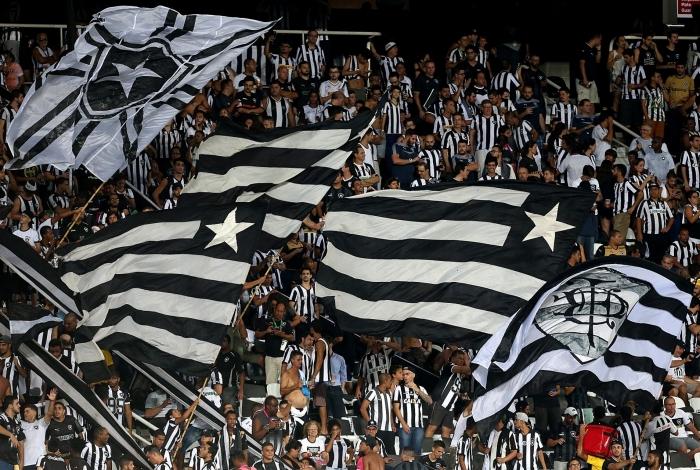 Cerca de 18 mil torcedores do Botafogo compareceram no Estádio Nilton Santos, na derrota por 2 a 1 para o São Paulo