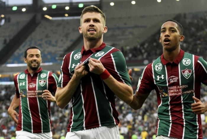 Caio Henrique celebra seu gol, o segundo do Fluminense na difícil vitória sobre  o Grêmio
