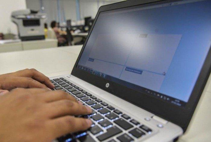 Grupo de hackers invadiu uma reunião da comissão da mulher advogada da OAB de Santos (SP)