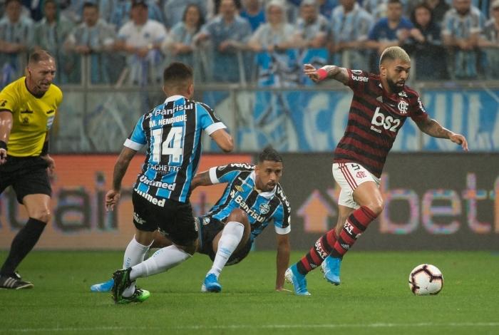 Gabigol marcou duas vezes, mas o Árbitro de Vídeo anulou ambos os gols