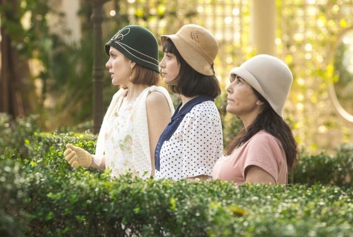 Lola (Gloria Pires) Clotilde (Simone Spoladore) e Olga (Maria Eduarda de Carvalho), em 'Éramos Seis'