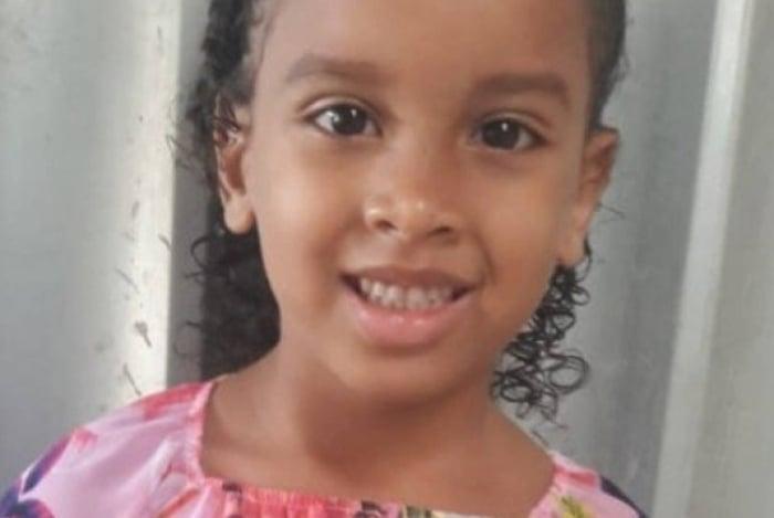 Estela, de 6 anos, foi encontrada morta na tarde desta quarta-feira no alto do Morro dos Prazeres