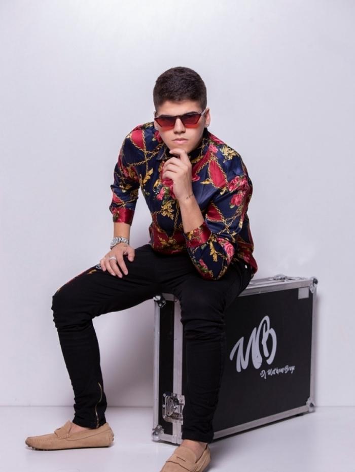 DJ Braga faz sucesso nas festas de debutantes e bailes