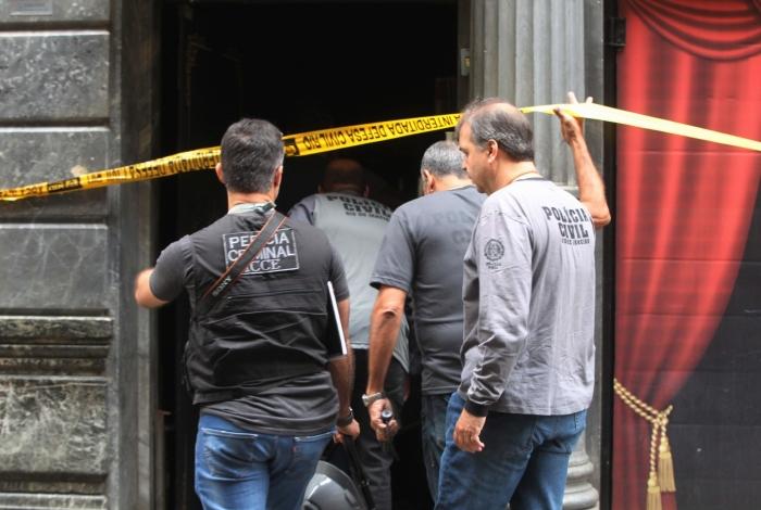 Perícia retomou, na manhã de domingo, para saber motivo do incêndio