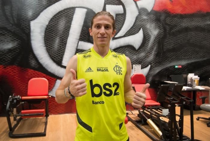 Filipe Luís torceu o joelho esquerdo: lateral voltou a treinar com bola