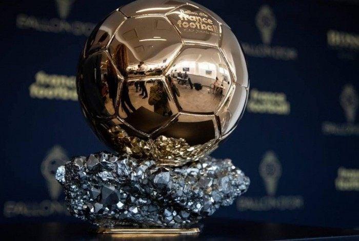 Troféu Bola de Ouro é  entregue pela revista France Football