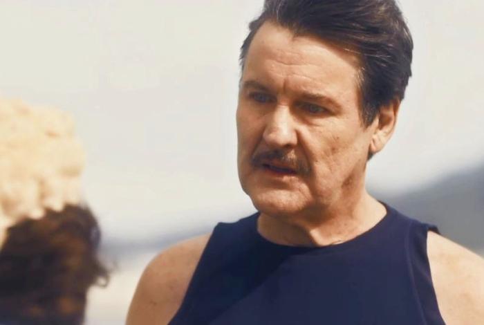 Júlio (Antonio Calloni) fica chocado ao descobrir que a mãe está falida em 'Éramos Seis'