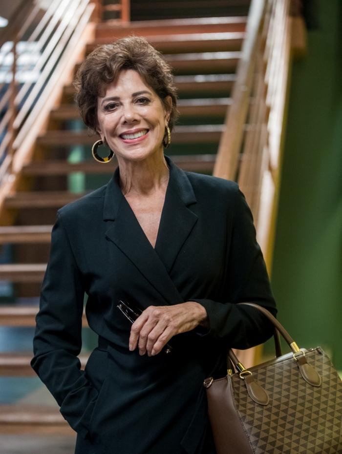 Angela Vieira vive Vera, que entra na novela na segunda-feira