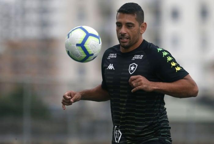 Diego Souza reaparece entre os titulares do Fogão após três partidas