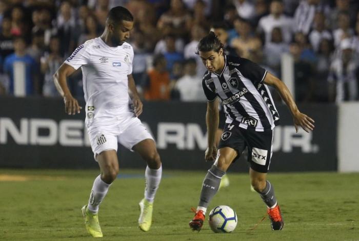 Santos x Botafogo, Vila Belmiro, Campeonato Brasileiro. Lateral-direito Marcinho, do Botafogo