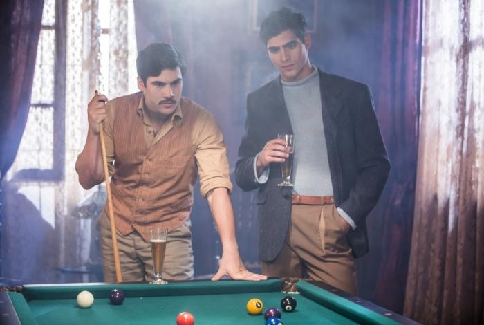 Alfredo e Lúcio (Jhona Burjack) em cena da novela 'Éramos Seis'