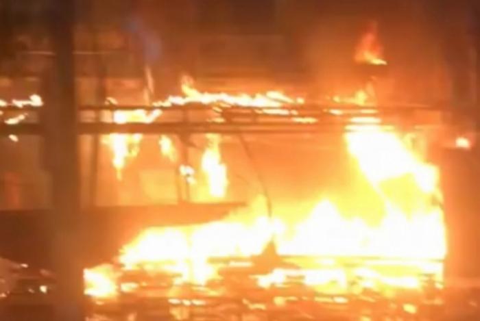 Incêndio atinge Barkana, em Niterói