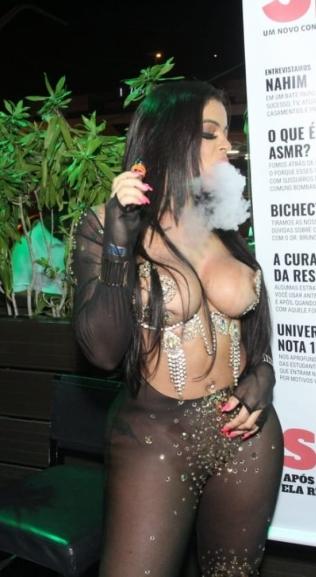 Stephanie Silveira realiza desejos de fãs em lançamento de revista