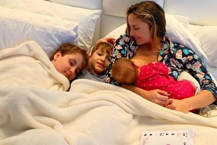 Claudia Leitte posa com os filhos