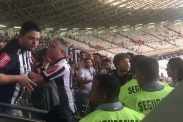 Torcedor do Atlético-MG se desculpa após caso de racismo contra segurança