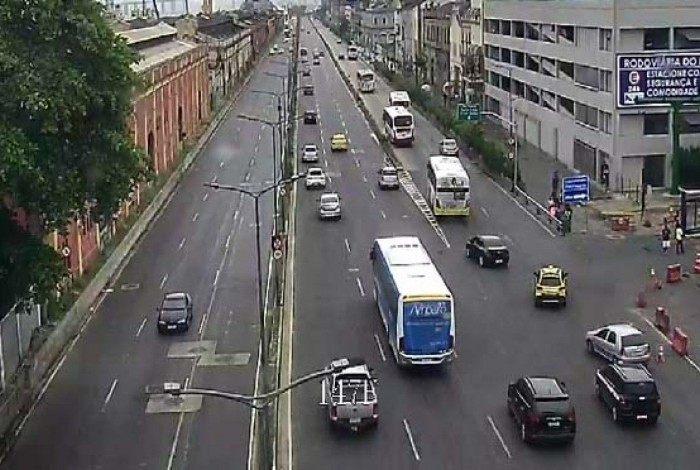 Acidente aconteceu na manhã deste domingo na Via Binário