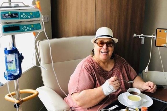 Mamma fez uma cirurgia para a retirada de um tumor maligno no esôfago