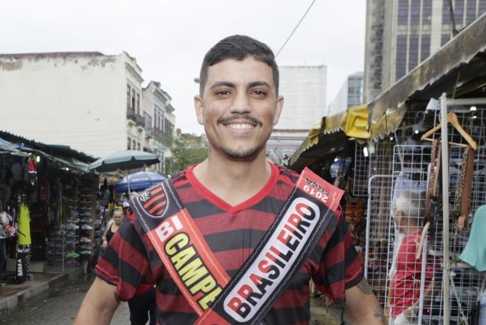 Lucas Bonatti já veste as faixas de campeão. O torcedor acredita que o Brasileirão está garantido