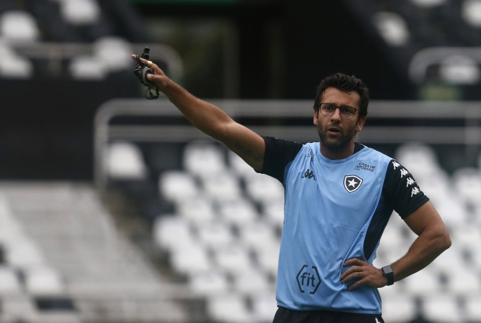Alberto Valentim não consegue fazer o Botafogo ter força no returno