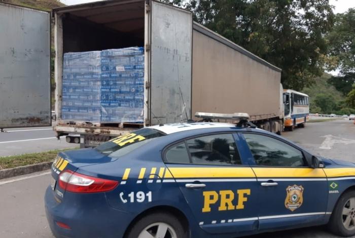 A carga de cerveja apreendida na Washington Luís