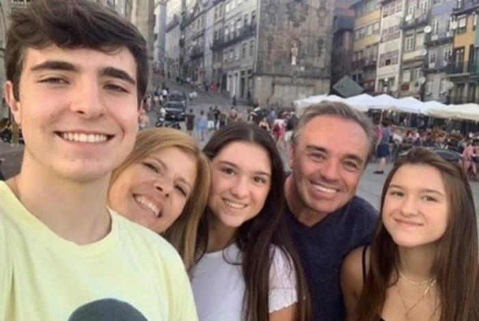 Gugu, os filhos e a esposa